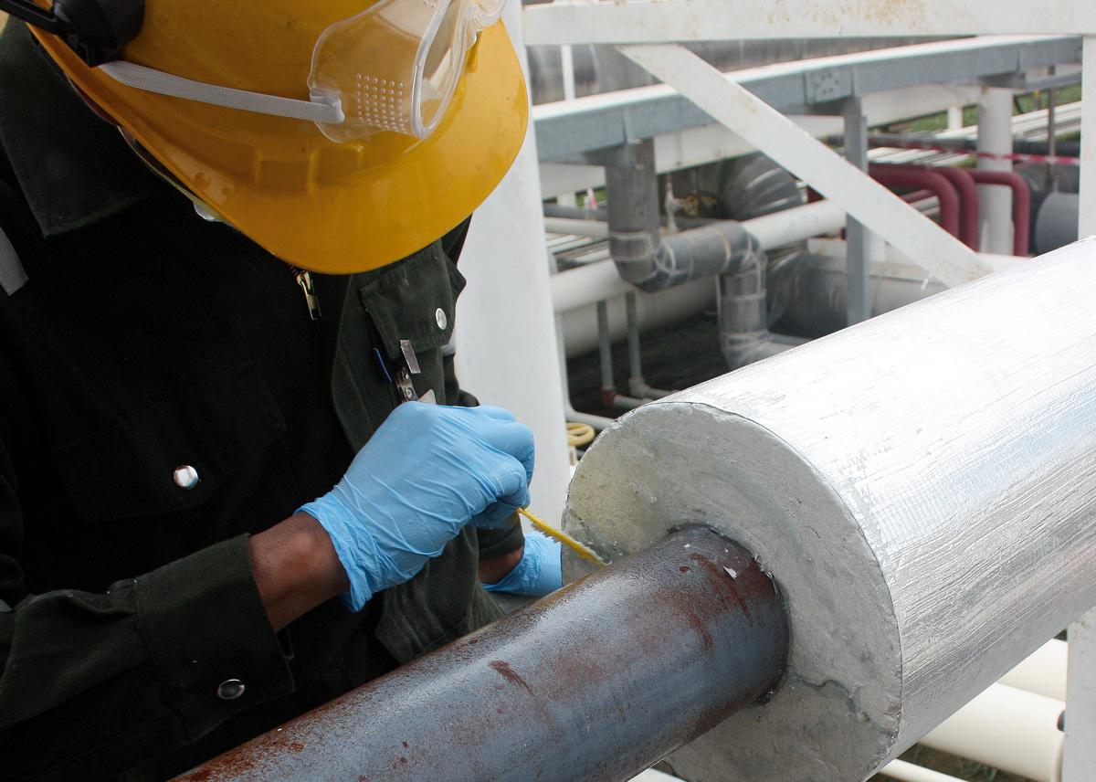 Temperatur beständige Verklebung von mineralischen Rohrschalen
